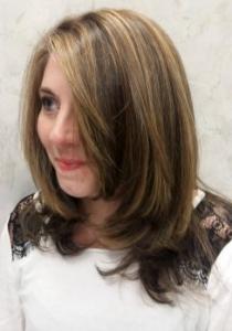 cheveux longs apres meches et coupe vue devant