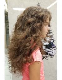 coupe fille cheveux très long et bouclés